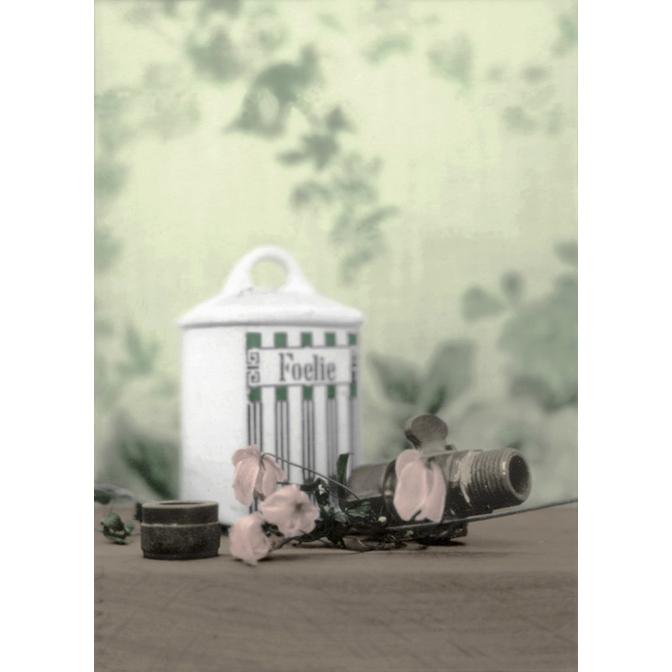 Nutmeg flower jar with valve